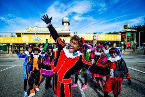 APELDOORN - In familiepark De Julianatoren kwam Party Piet Pablo zijn clip opnemen. FOTO LEVIN EN PAULA PHOTOGRAPHY VOF